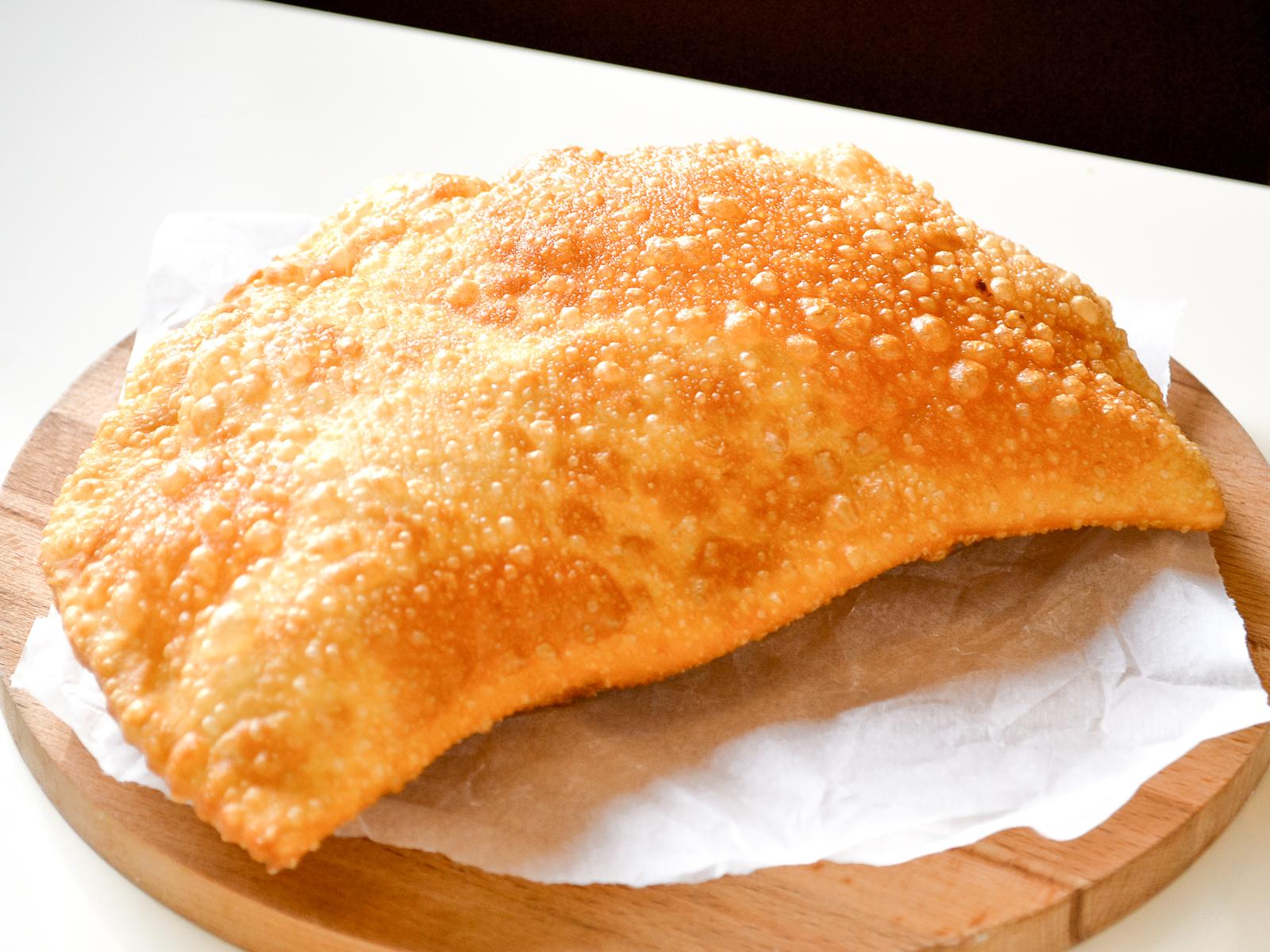 Чебурек Богатырский с мясом и сыром