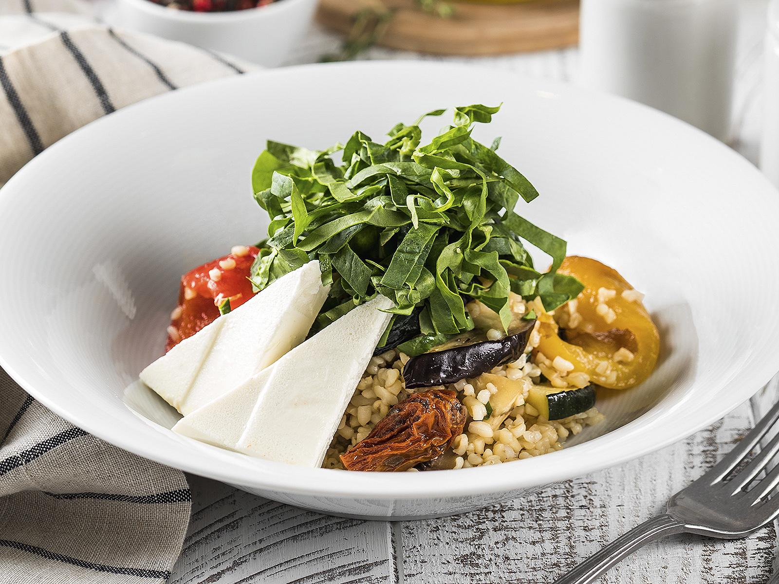 Салат с сыром Фета и печеными овощами
