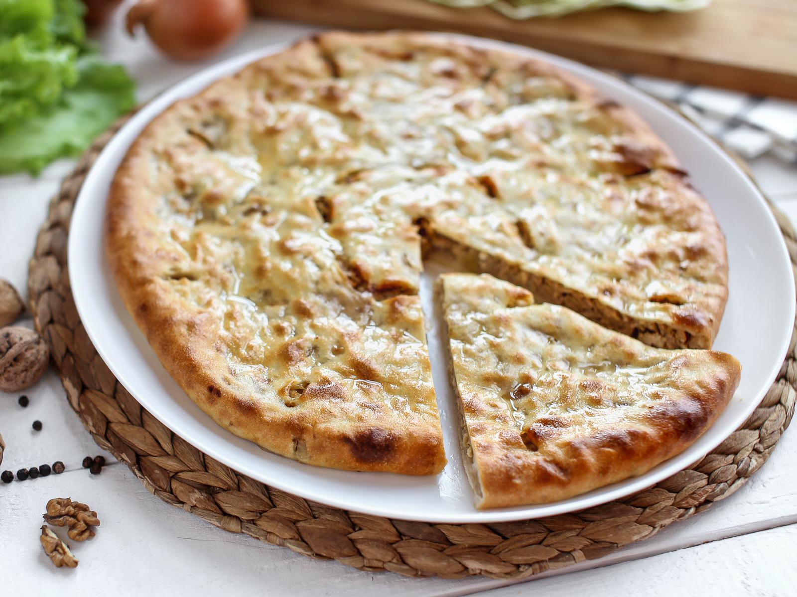 Пирог осетинский с капустой и орехами