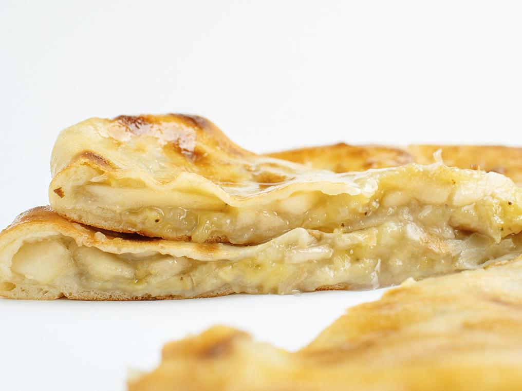 Осетинский пирог с грушей и творогом