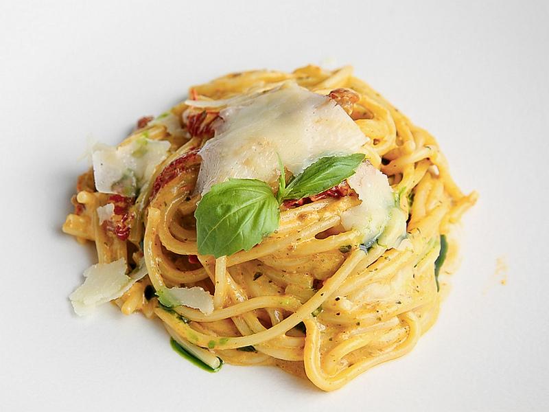 Спагетти в соусе из томатов