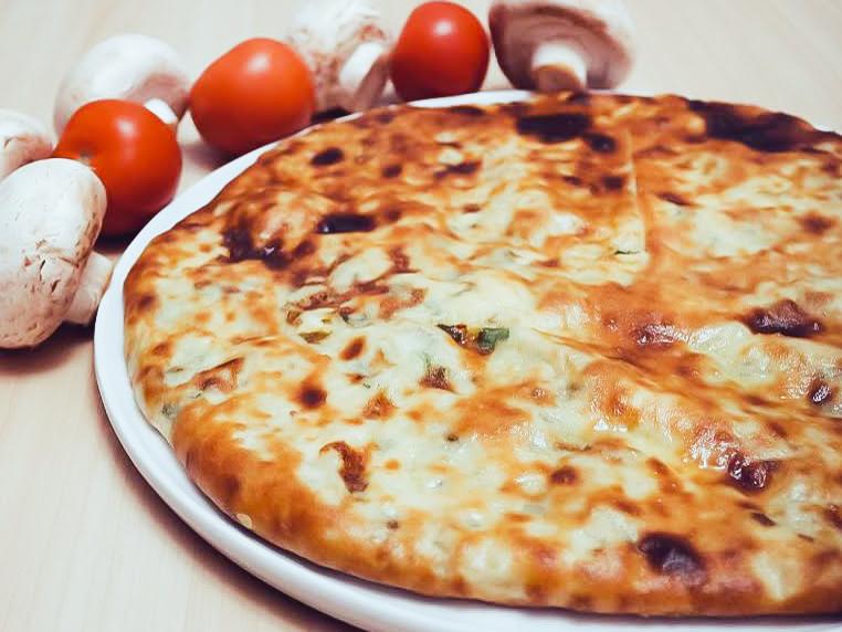 Осетинский пирог с мясом, картофелем и зеленью