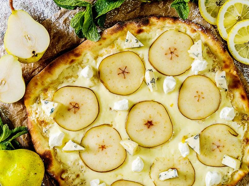 Пицца с грушей и Блю Чиз