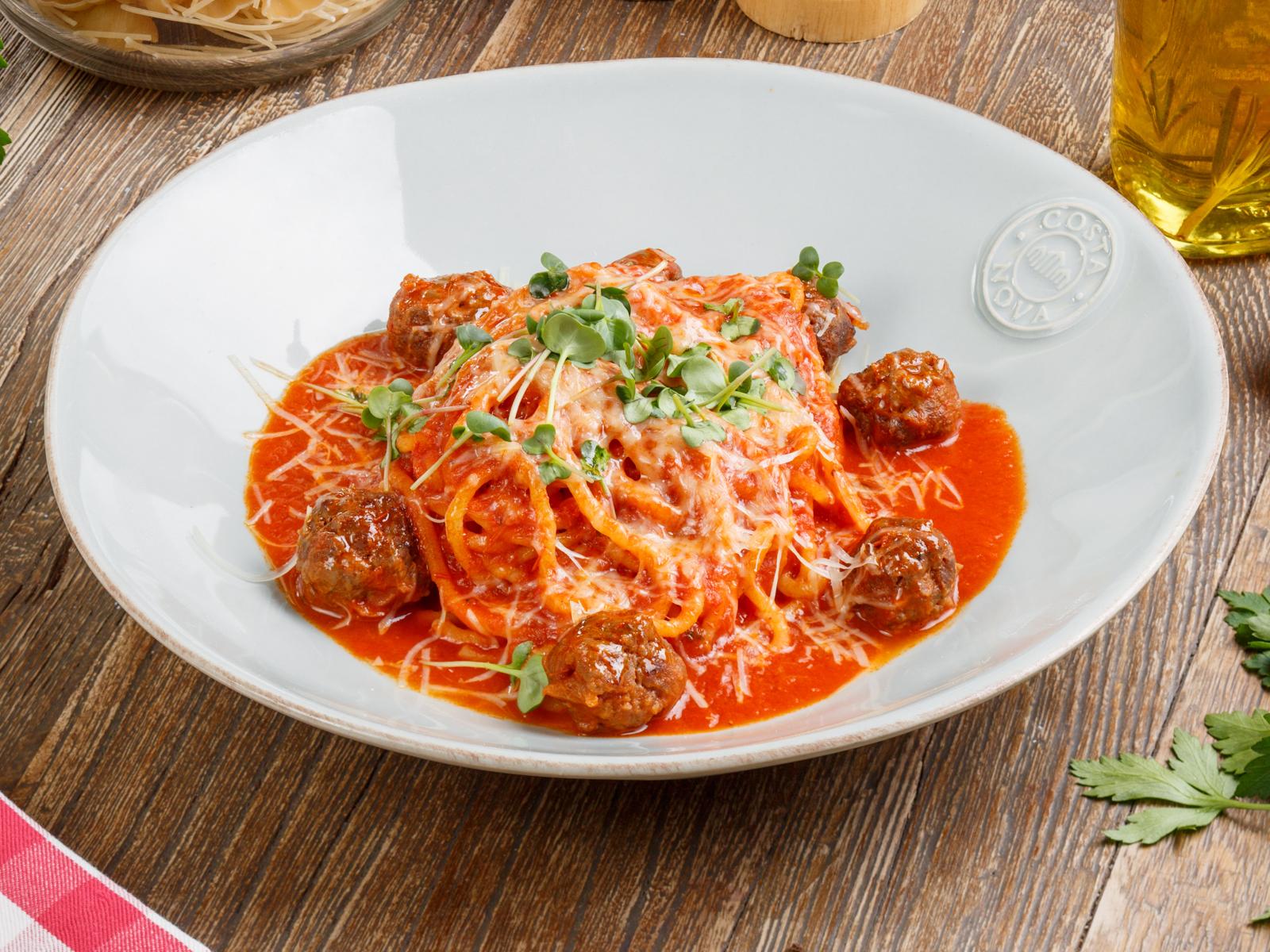 Спагетти с говяжьими фрикадельками