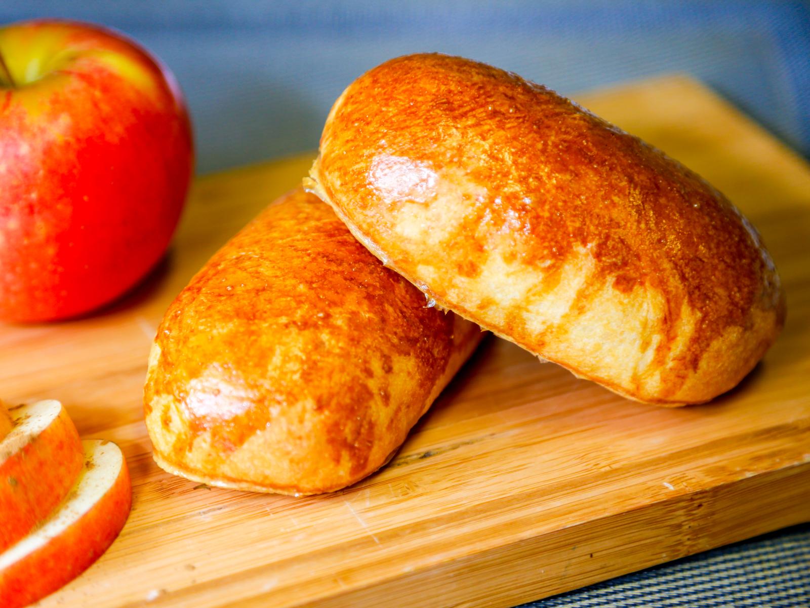 Пирожок с яблоками