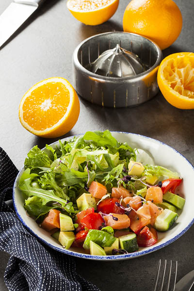 Салат с подкопченной семгой