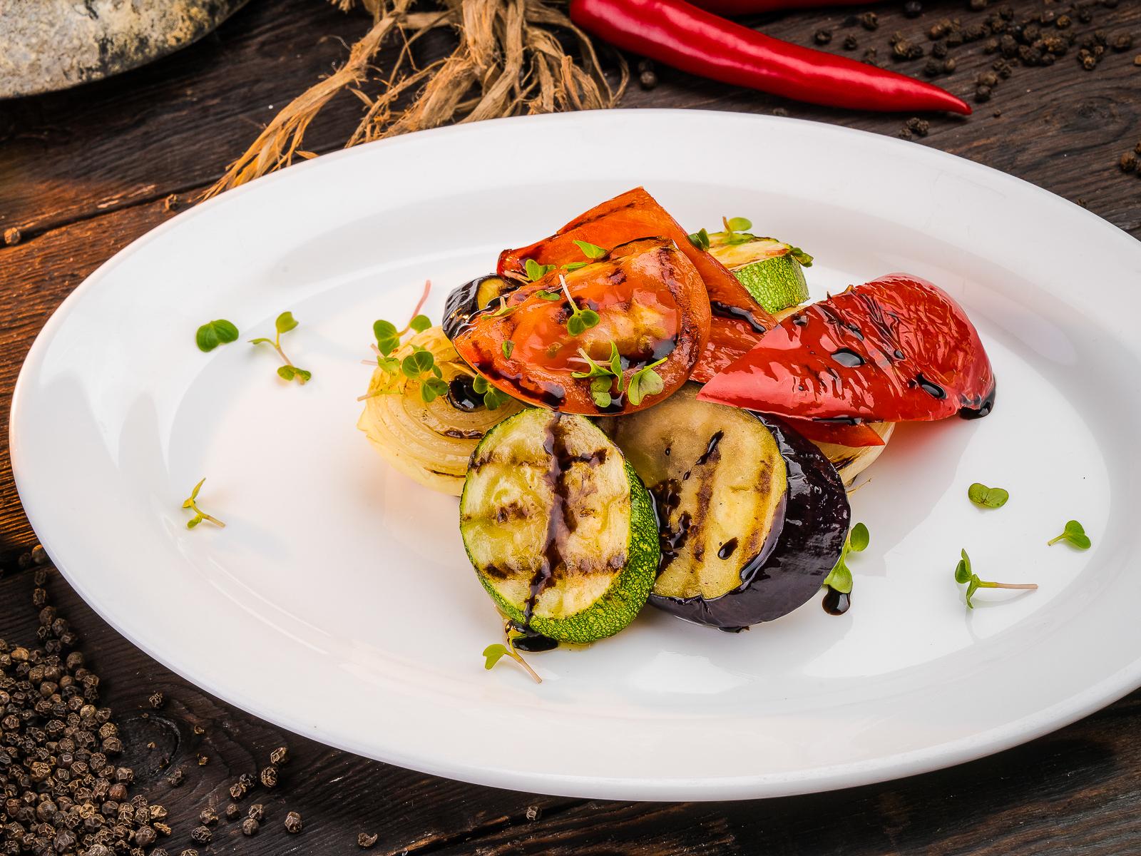 Овощи, запеченные на углях