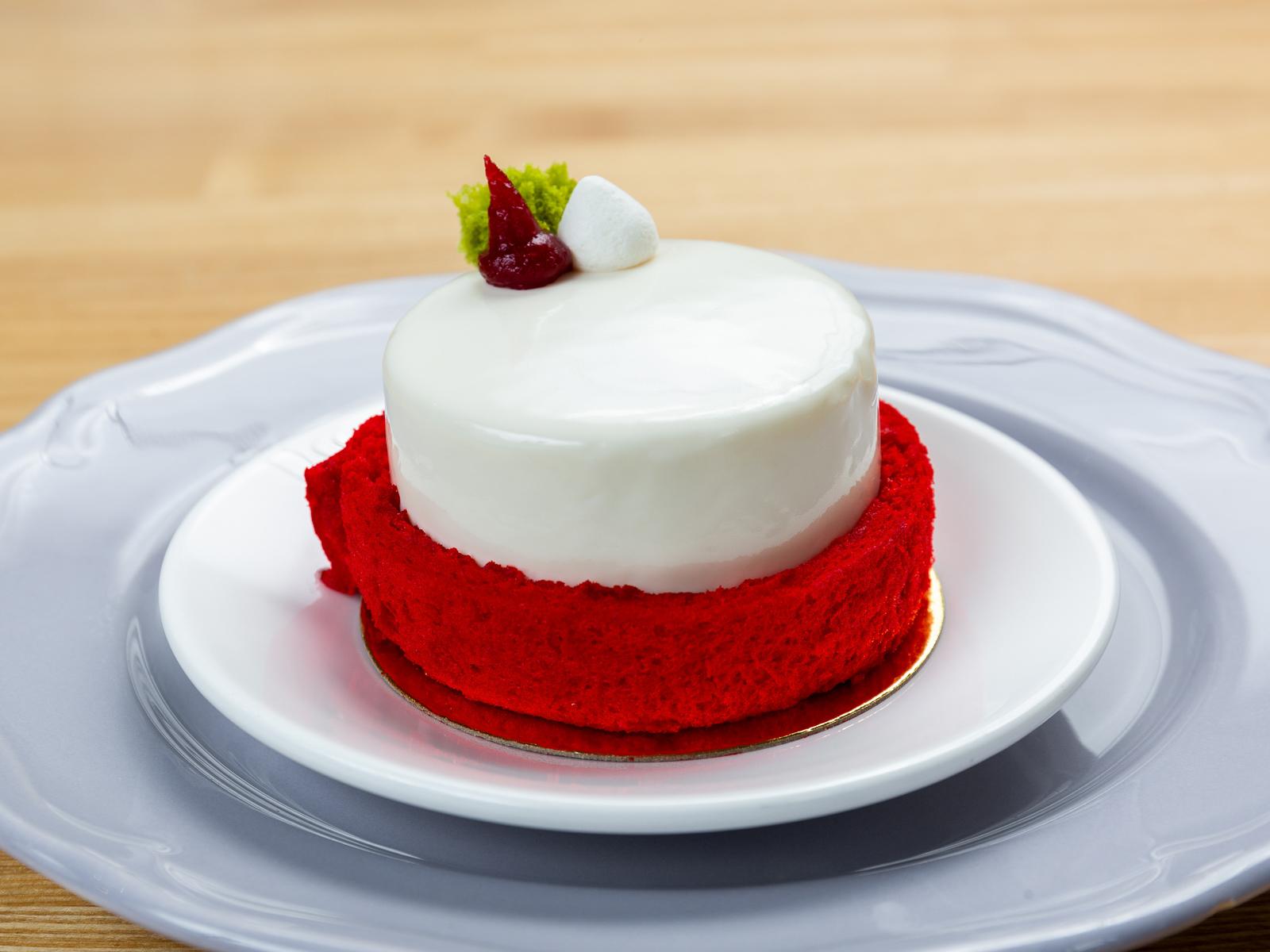 Пирожное Красный браслет