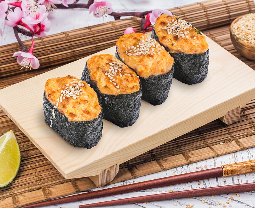 Суши запеченные с лососем (4 шт.)