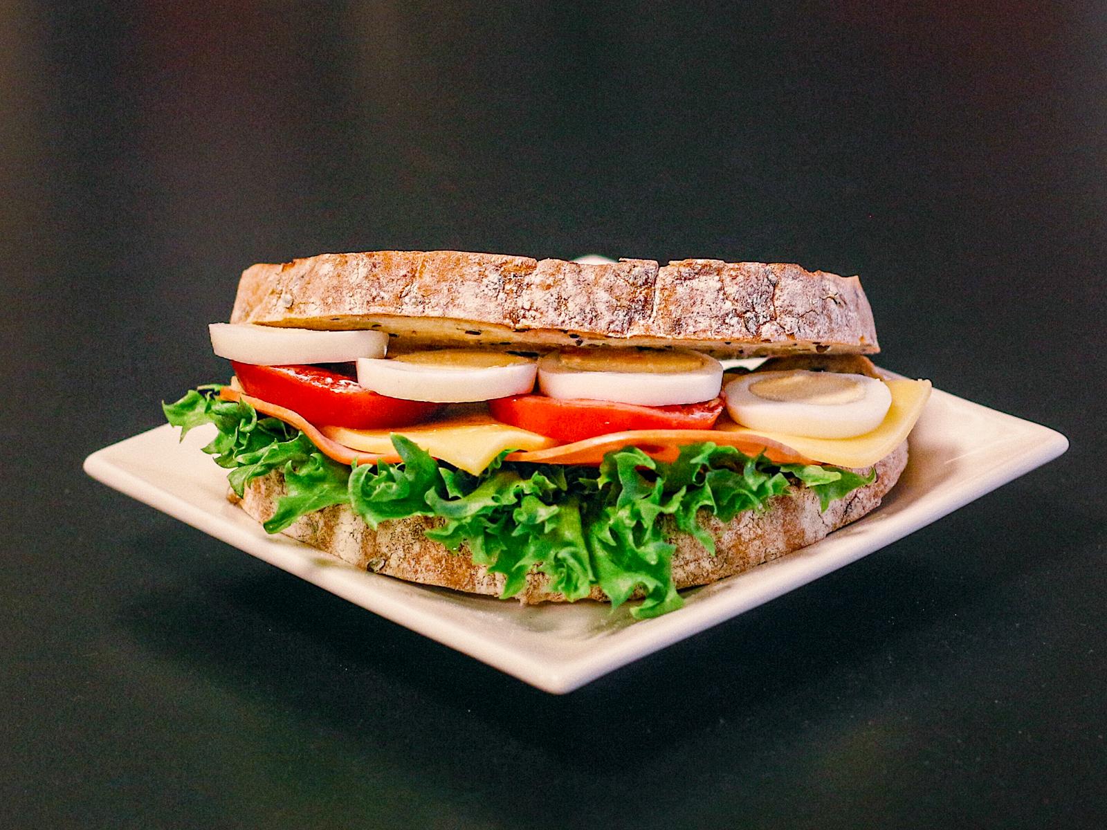 Кот бутербродский с сыром и ветчиной