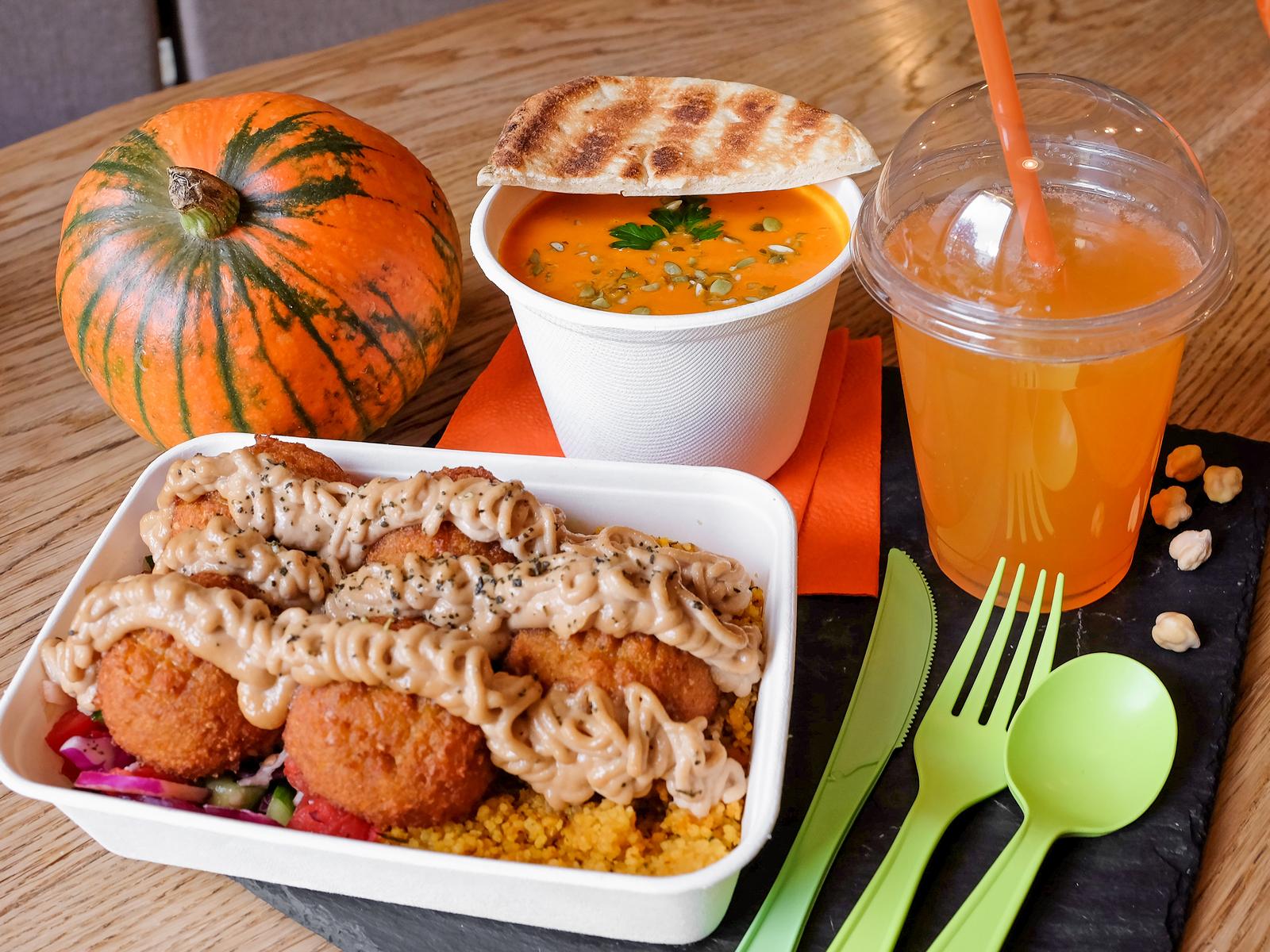 Обед с оранжевым фалафелем и кус-кусом