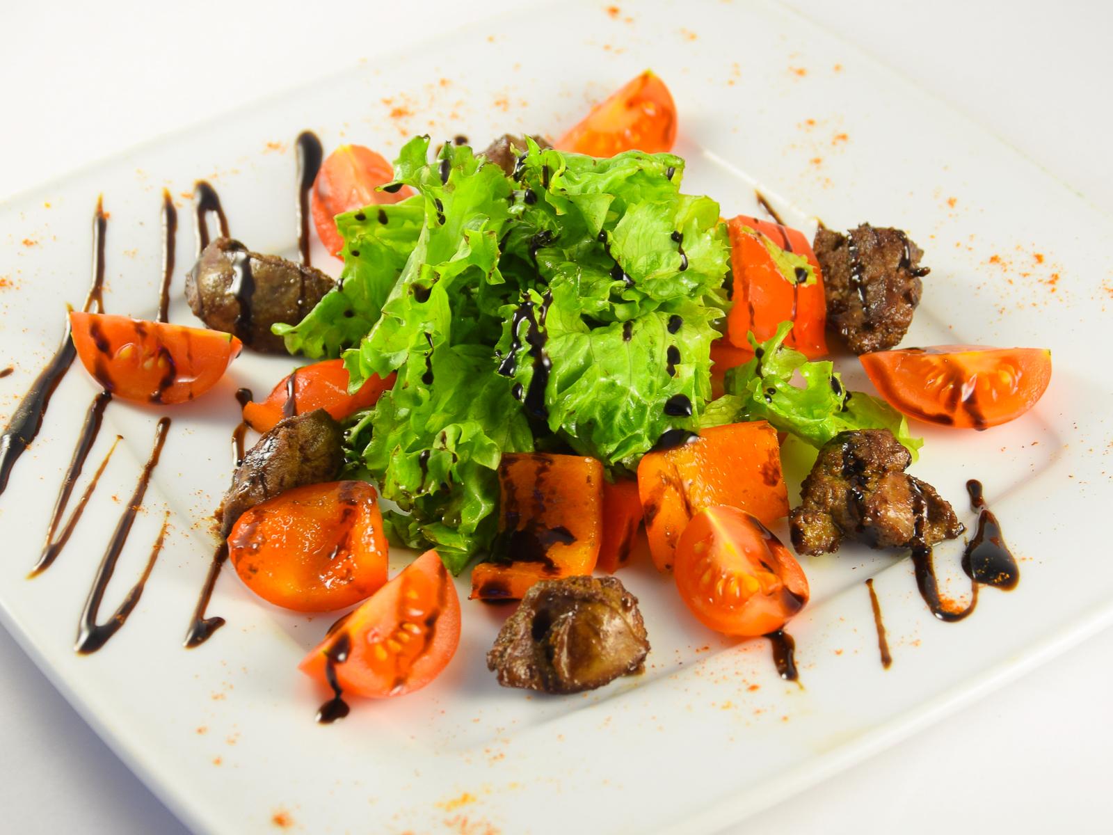 Итальянский салат с куриной печенью