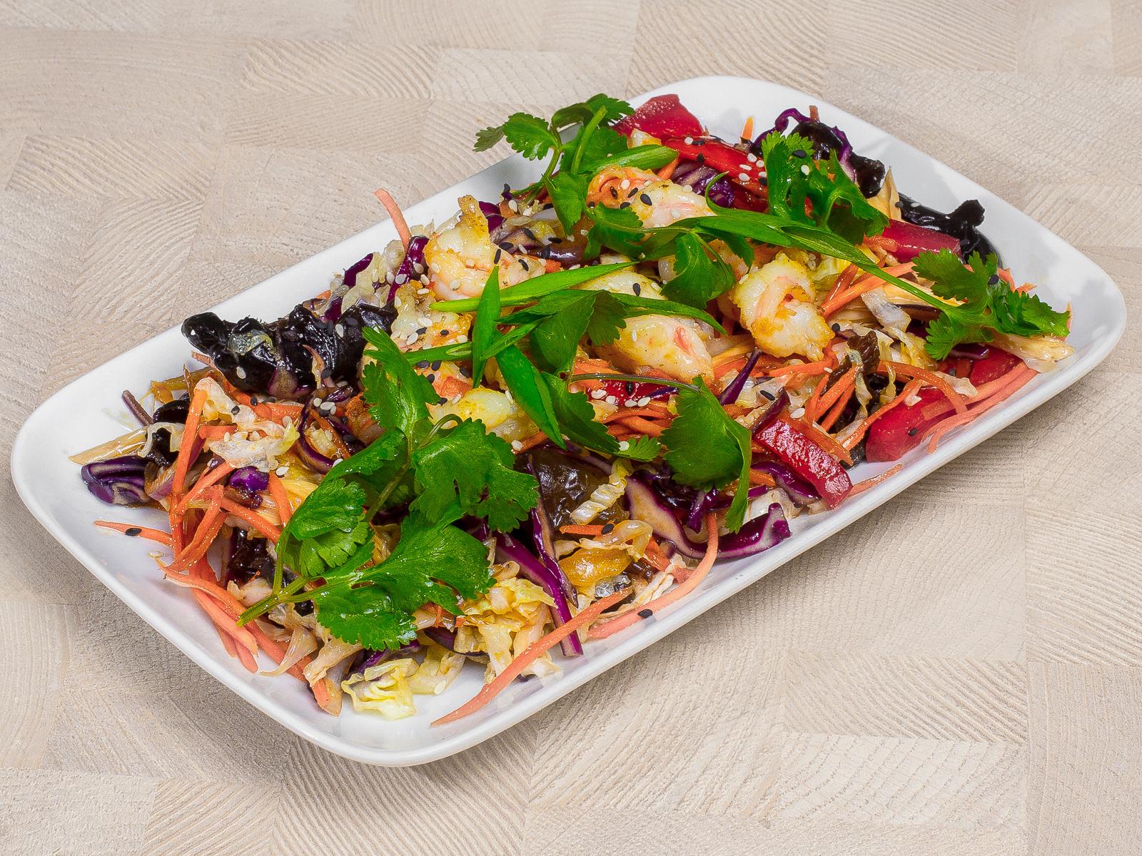 Теплый азиатский салат с говядиной