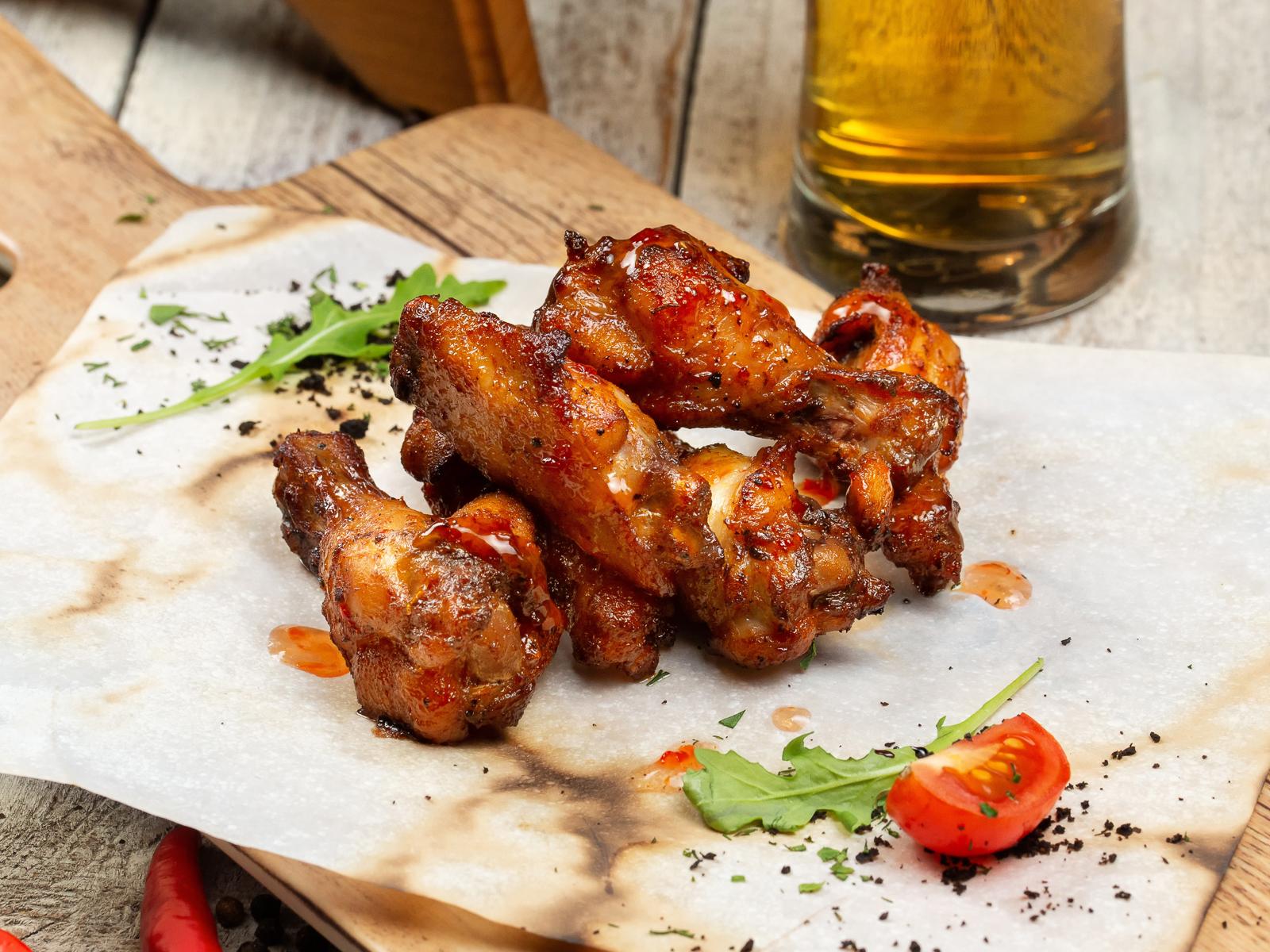 Куриные крылья в сладком соусе чили