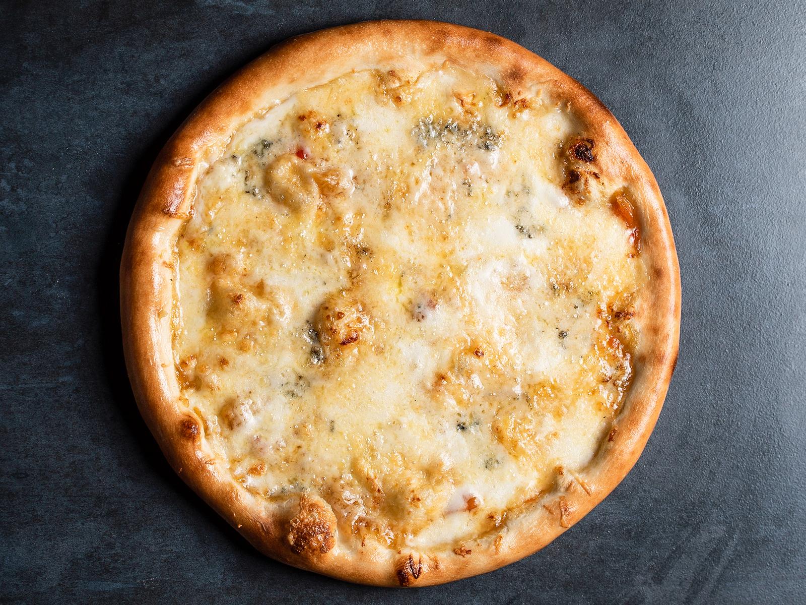 Пицца Четыре сыра с чатни из манго