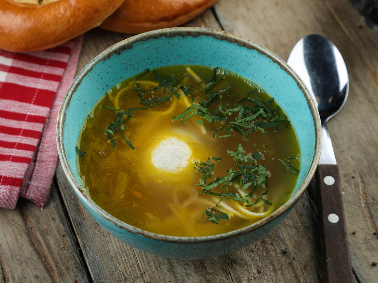 Суп-лапша с чикен-боллом