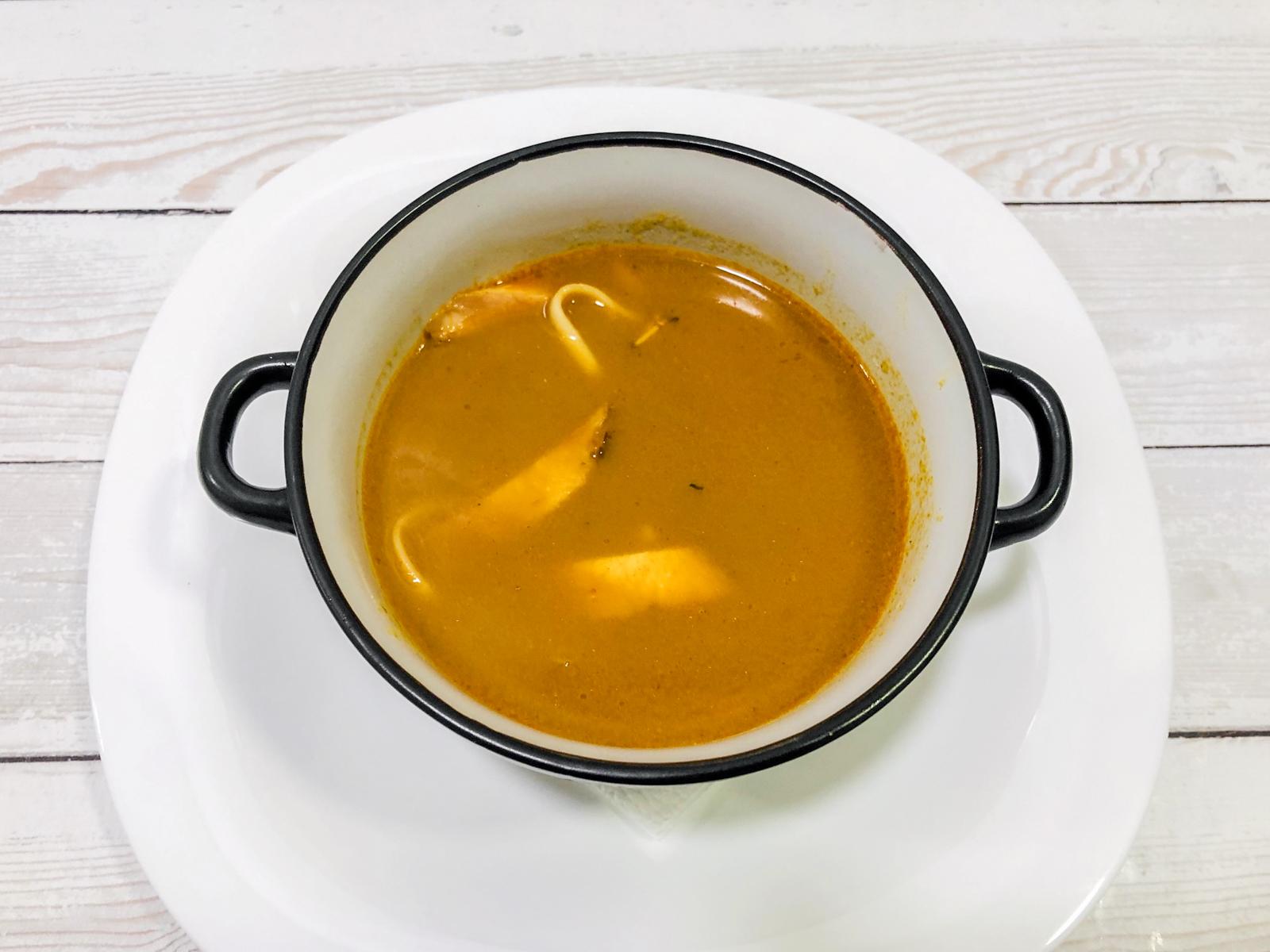 Острый суп Красный тайский карри