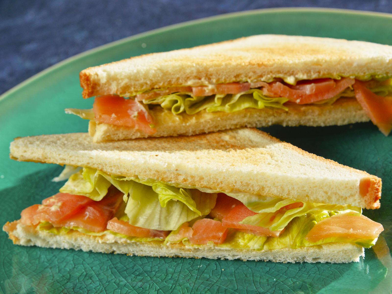 Сэндвич со слабосоленой сёмгой