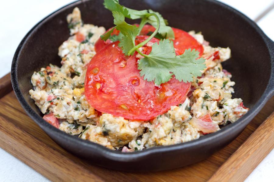 Тквила чахохбили - яичница с помидорами