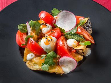 Салат с баклажаном и кремом из феты