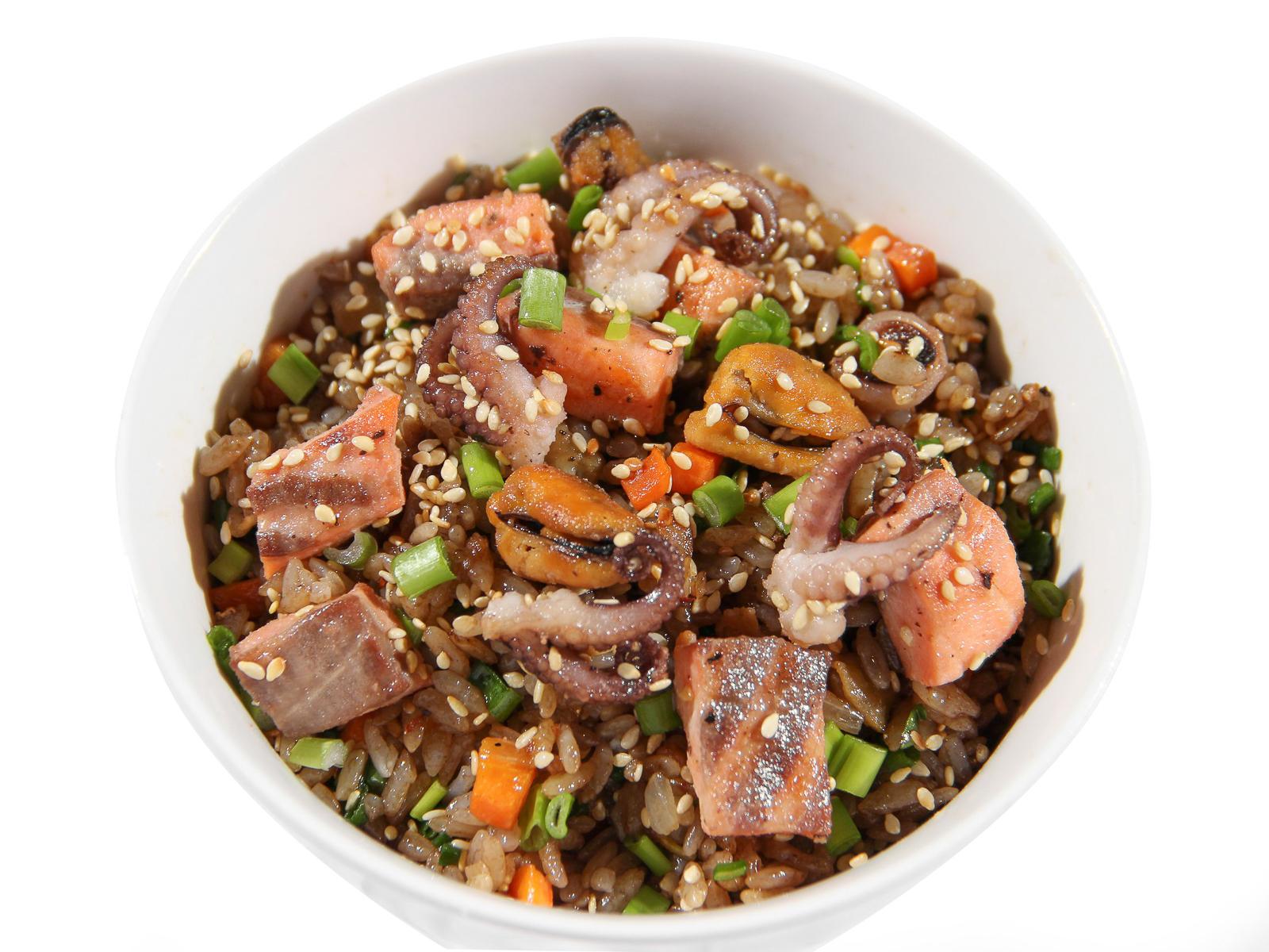 Чесночный рис с морепродуктами