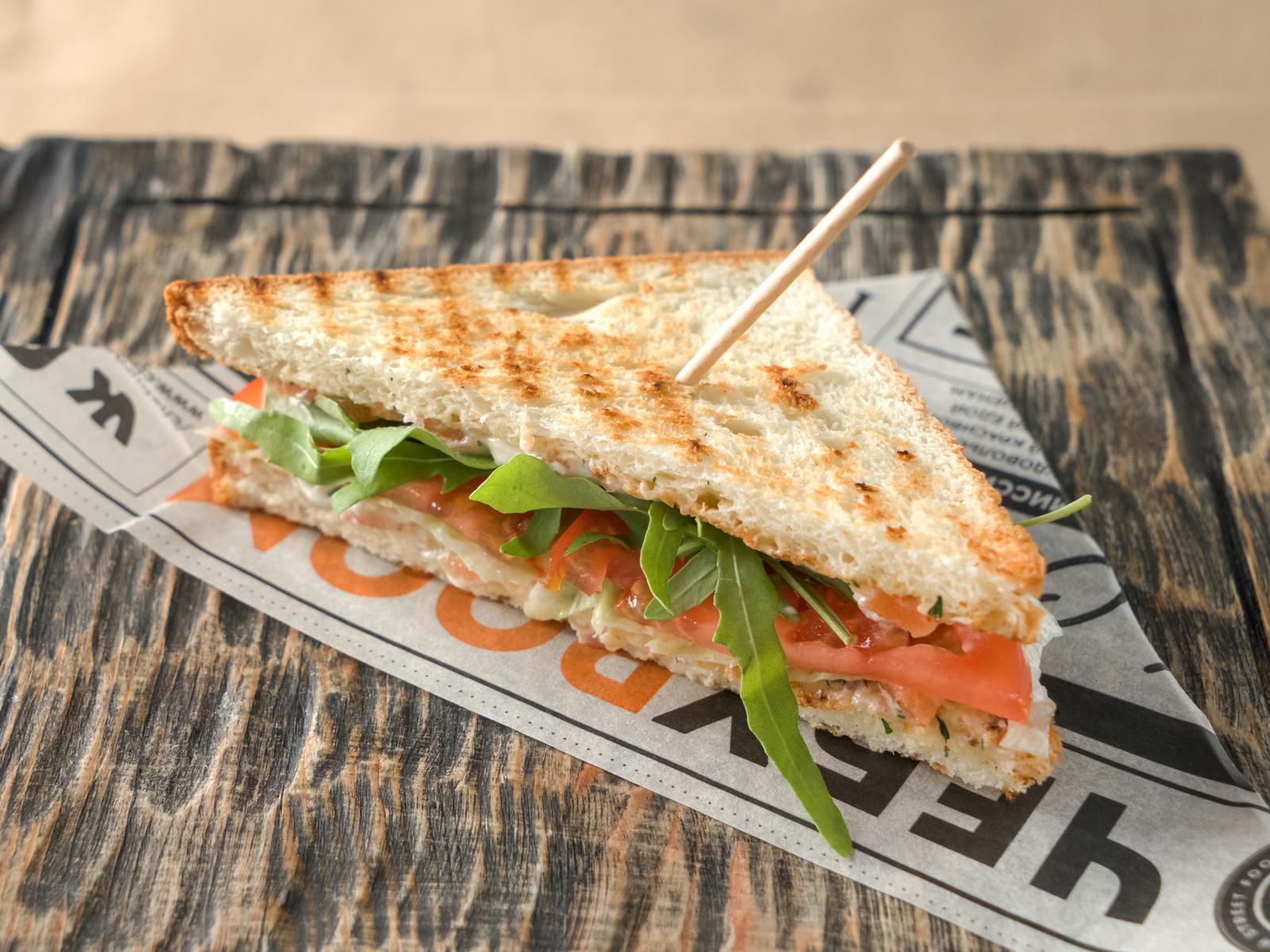Клаб-сэндвич с лососем