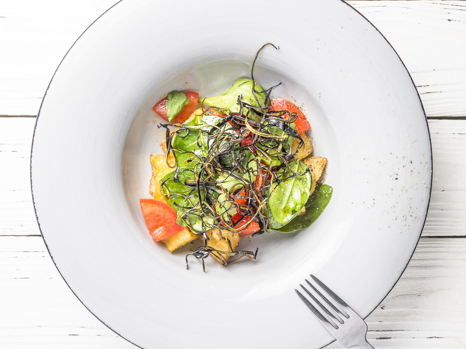 Салат из хрустящих баклажанов