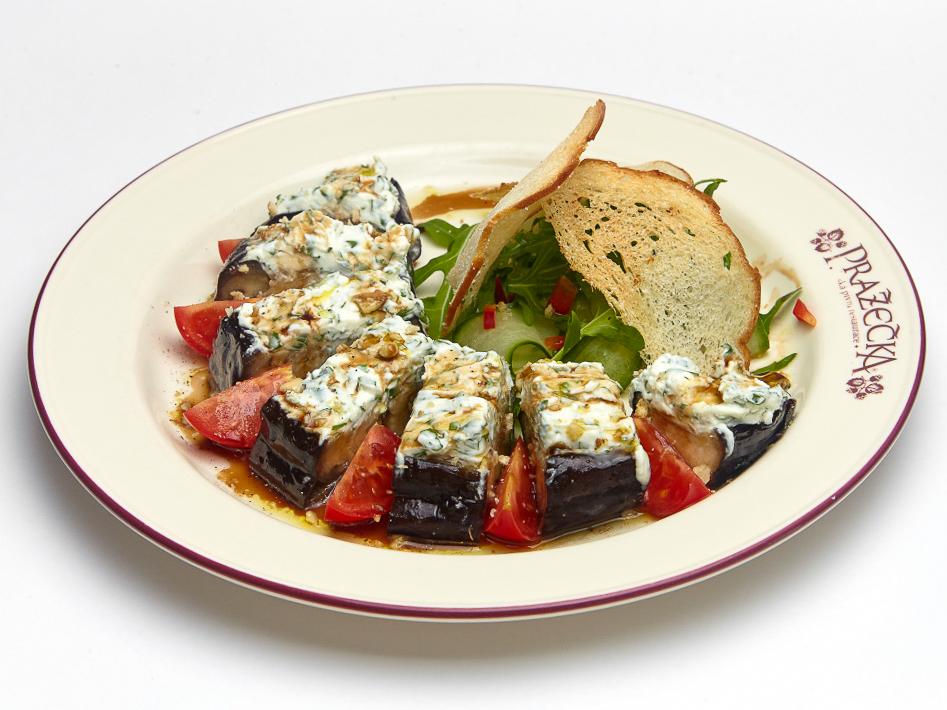 Салат с запеченным баклажаном