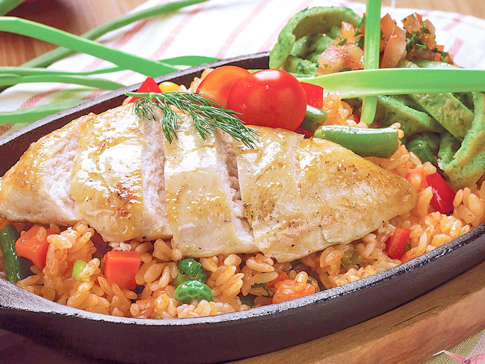 Рис с курицей и омлетом