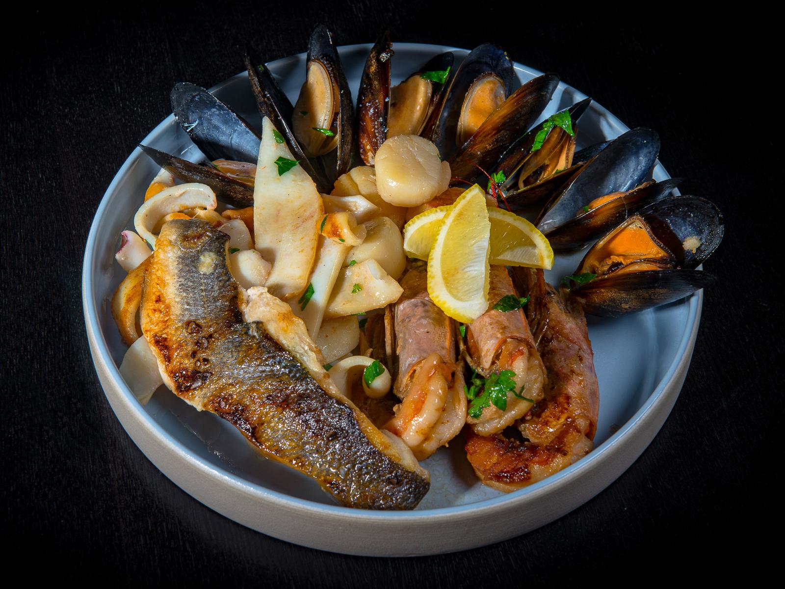 Ассорти из морепродуктов на гриле