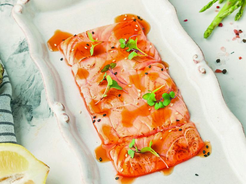 Опаленное сашими из лосося с кимчи