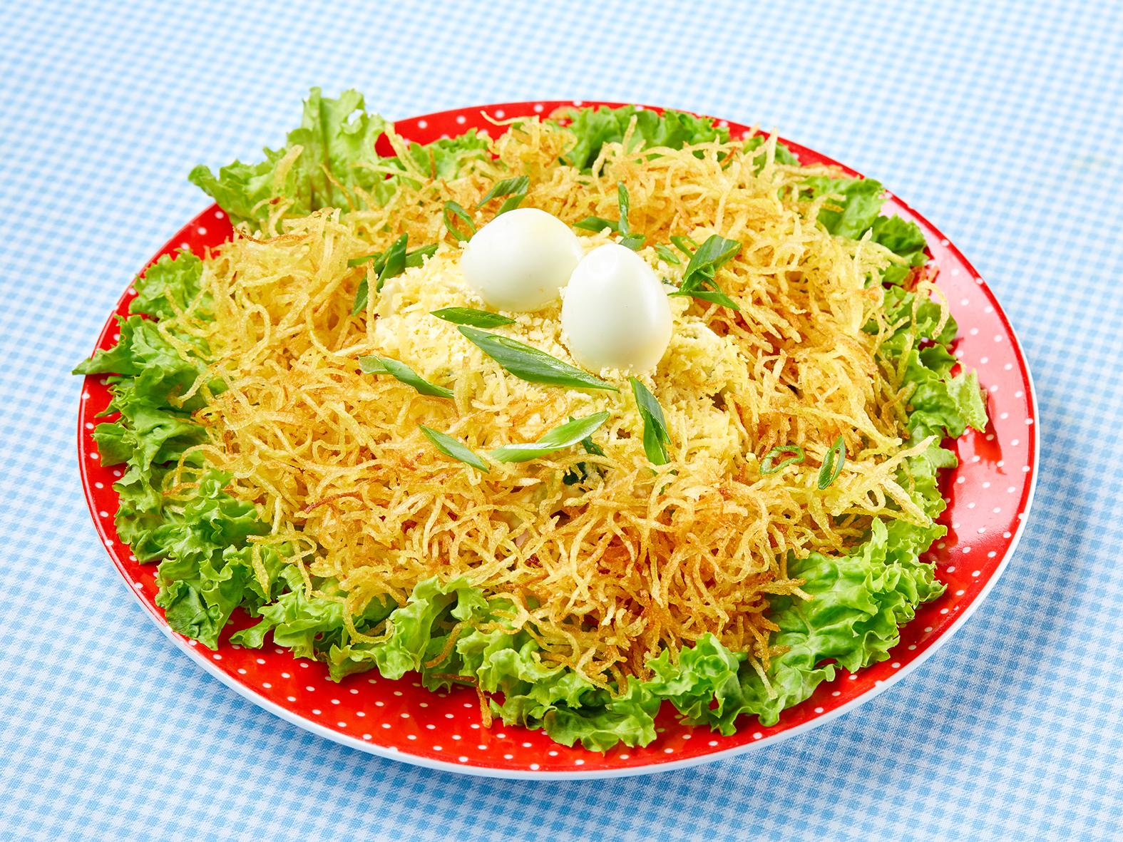 Салат овощной с курицей и картофелем пай
