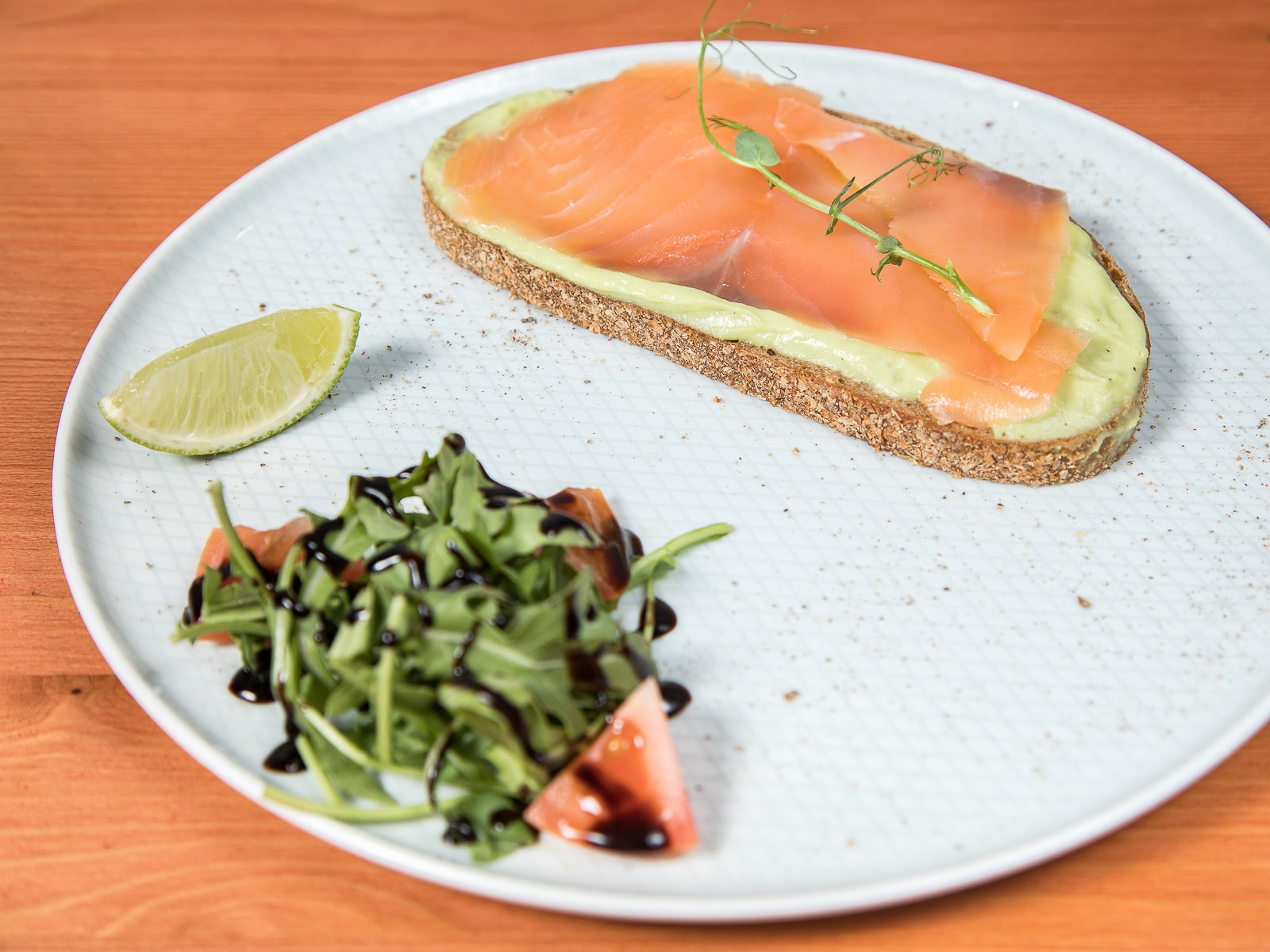 Авокадо тост с лососем