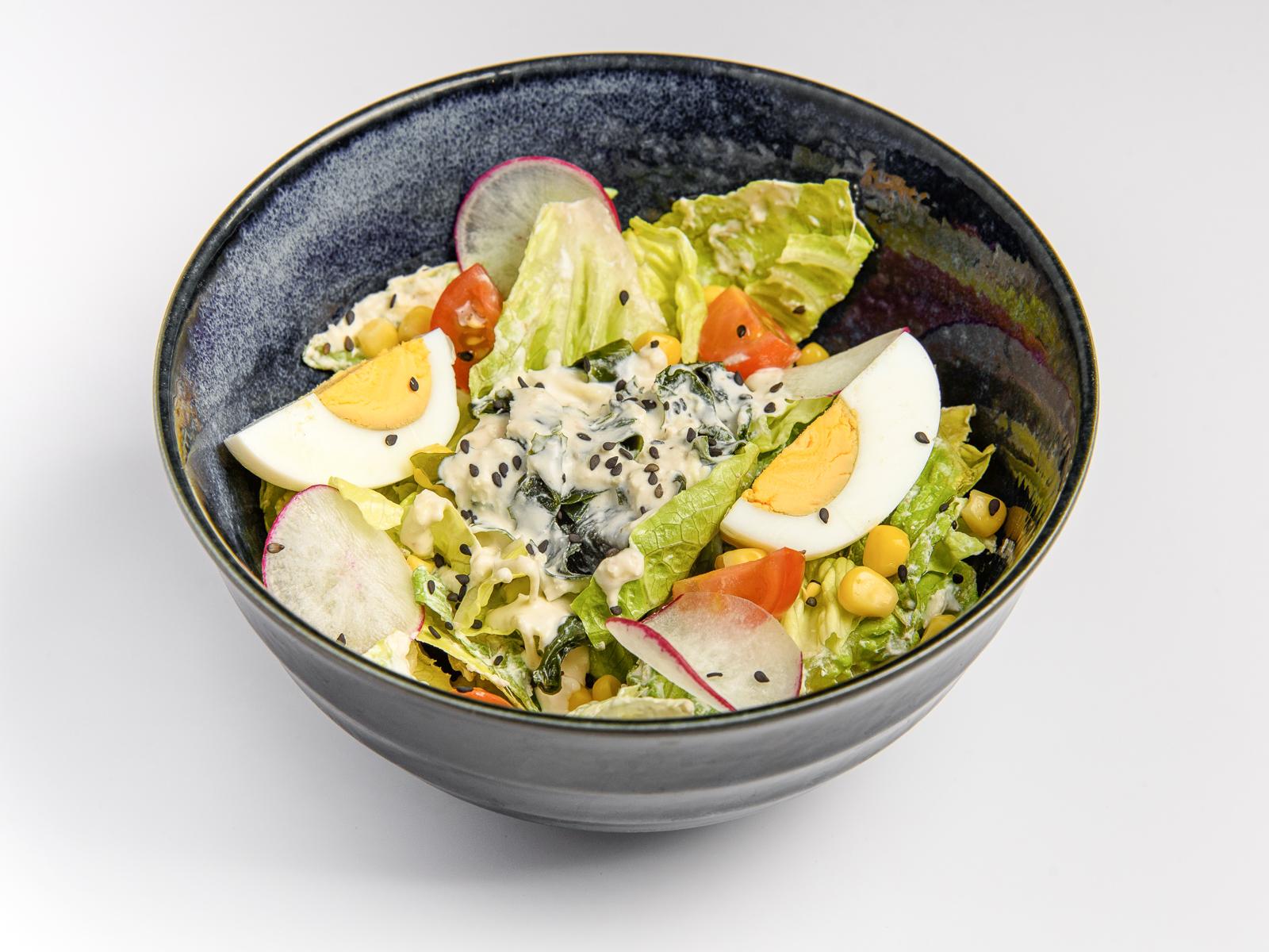 Салат с вакаме и яйцом