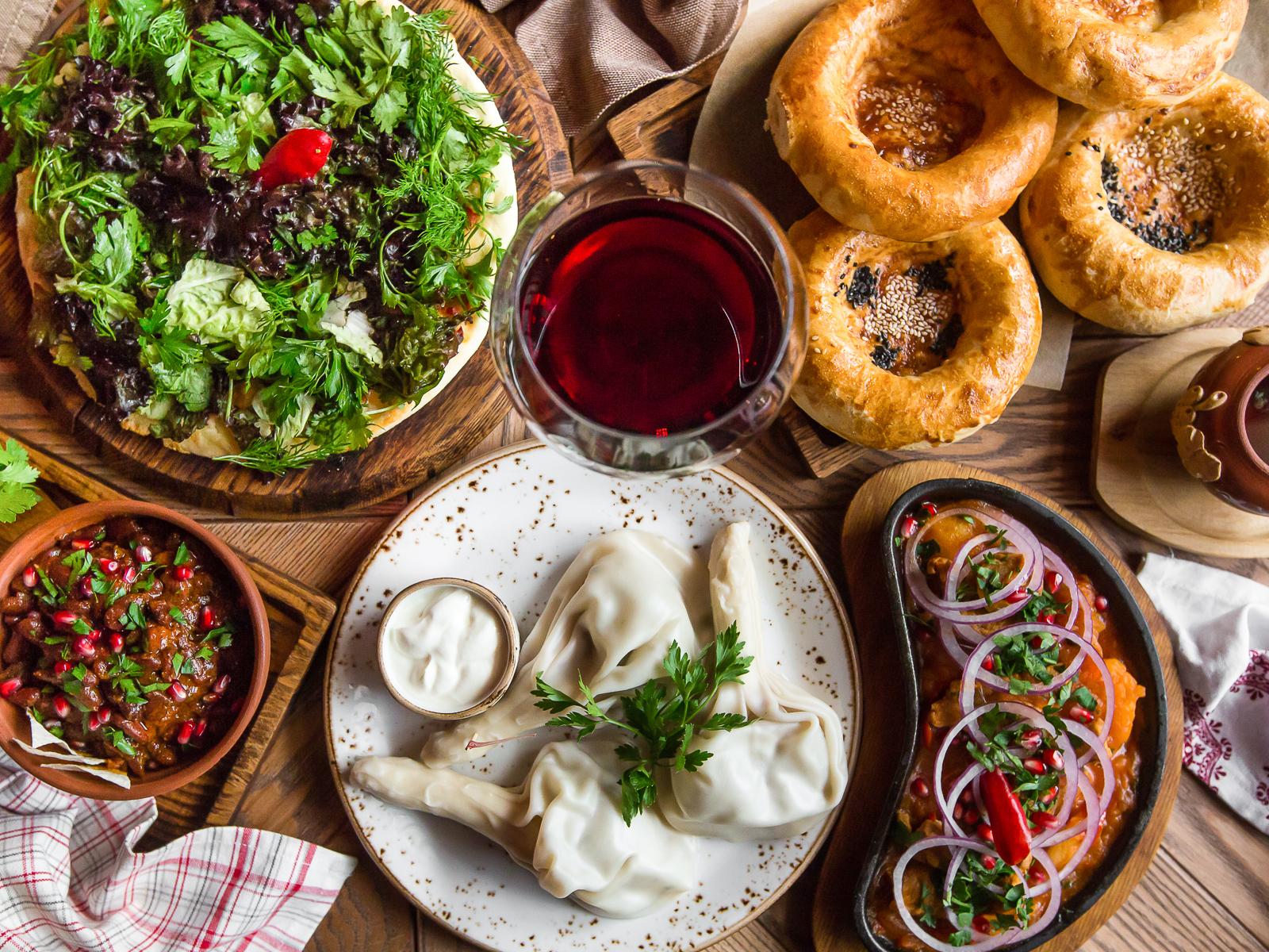 Батонохлеб хлеб и грузинская еда